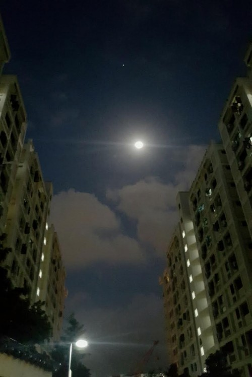 The moon and Jupiter are so bright that they could be seen from inside large cities.  Here they are over Singapore on the morning of January 27, 2016. Photo by A. Kannan.