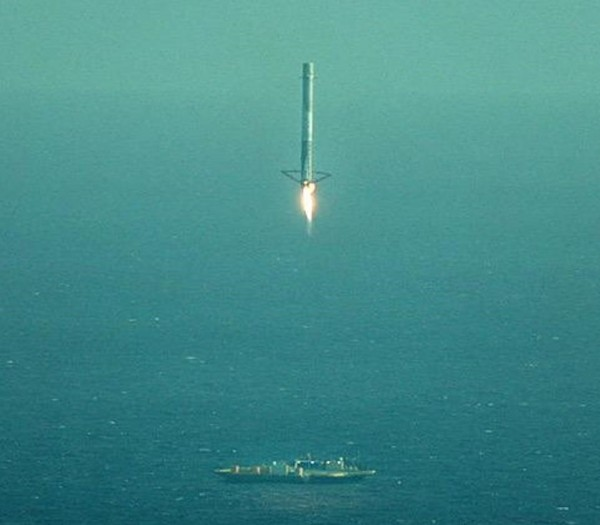 The first stage of a Falcon 9 rocket descends toward a SpaceX seagoing barge during an April, 2015, landing attempt in the Atlantic. The rocket came down on target, but then toppled. SpaceX plans to try again in the Pacific on January 17. Image via SpaceX.