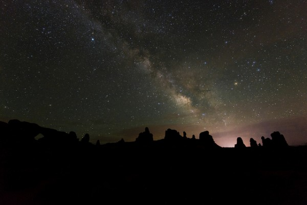 Why the night sky can tell us a fair bit about time. Photo: eArches National Park/Flickr