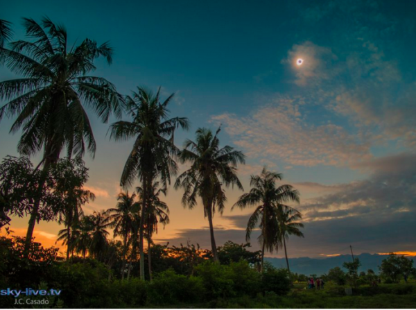 Totality in Palu on March 9, 2016. Image credit: J.C. Casado sky-live.tv