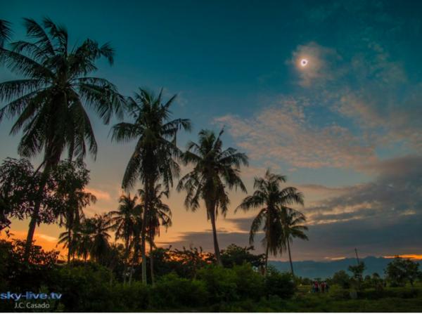 Totality in Palu on March 9, 2016. Image credit: J.C. Casado sky-live.tv