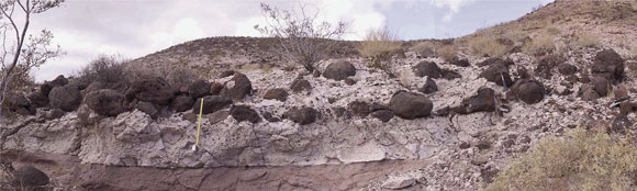 Peach Spring Tuff deposits left behind after the eruption at Silver Creek 18.8 million years ago. Image Credit: Roche et al. 2016 Nat. Comm, vol. 7, no. 10890.
