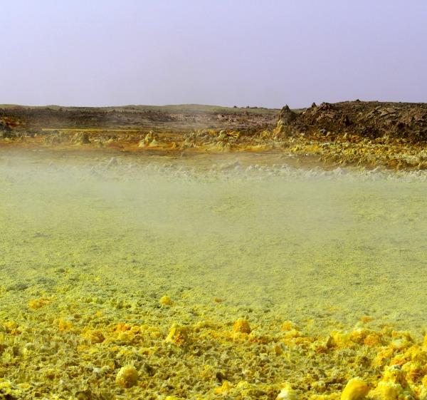 Sulphur and chlorine vapour hangs over sulphur-rich salt deposits. Image credit: Felipe Gomez/Europlanet 2020 RI