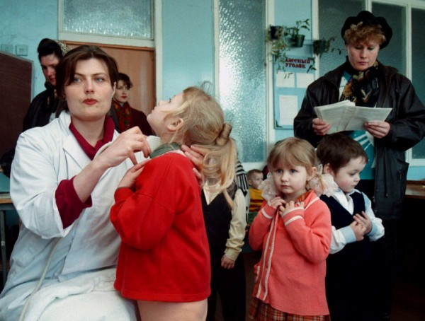 A doctor checks the thyroid glands of Belarussian children. Photo credit: Reuters