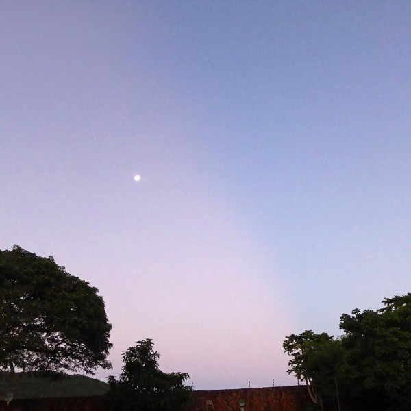 Peter Lowenstein caught the moon and Jupiter on April 18, with an anti-crepuscular ray streaking the sky nearby.