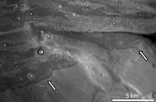 White arrows indicate the edges of the ancient deposits. Image via Alexis Rodriguez
