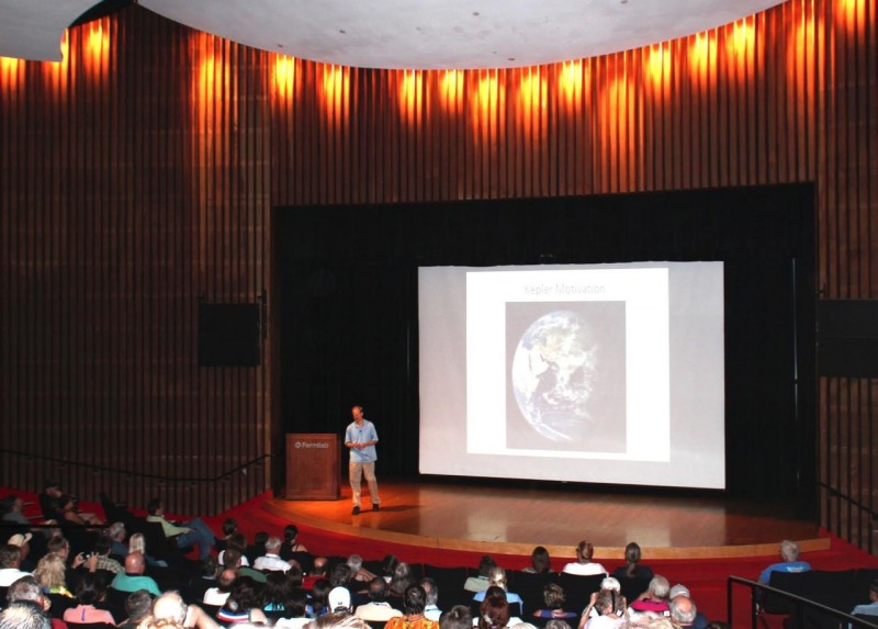 ALCon features speakers on astronomy topics.
