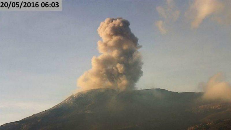 Ash cloud over Volcan del Ruiz, 20 May 2016 via Servicio Geológico Colombiano
