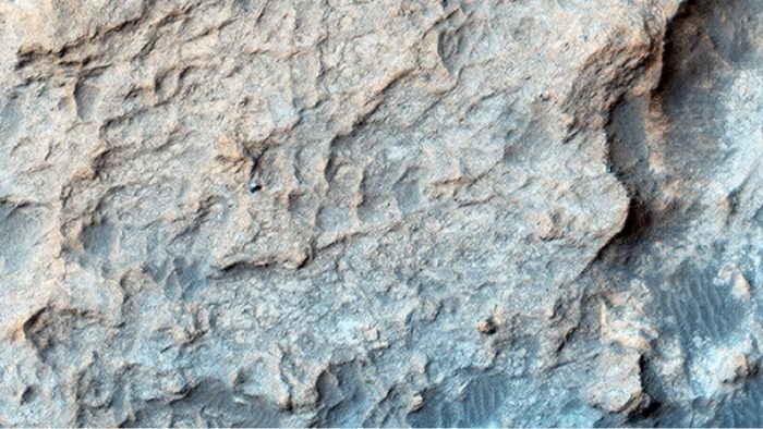 HiRISE caught the Curiosity rover on Mars' Naukluft Plateau, just north of the Bagnold Dune field, on March 25, 2016 (MSL Sol 1291).