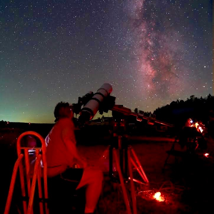 Here is Dan Lewelyn at Deerlick Astronomy Village near Atlanta, Georgia. Photo by Dave Woolsteen.