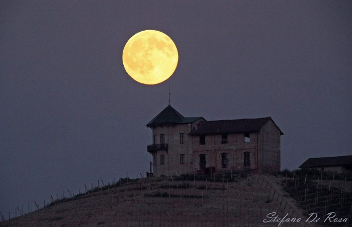 Last night's full moon - July 19, 2016 - by Stefano de Rosa at Langhe, Italy. Many in North America see a man's face in the full moon, but people in Asia tend to see a rabbit, and, in India, a pair of hands. Read more.