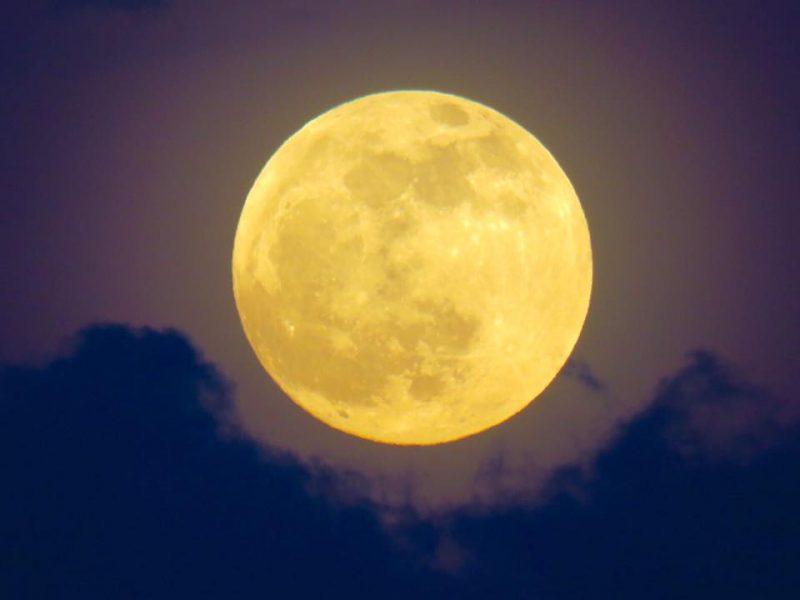 Harvest moon over Sabah, North Borneo on Septemer 16. Image via Jenney Disimon?