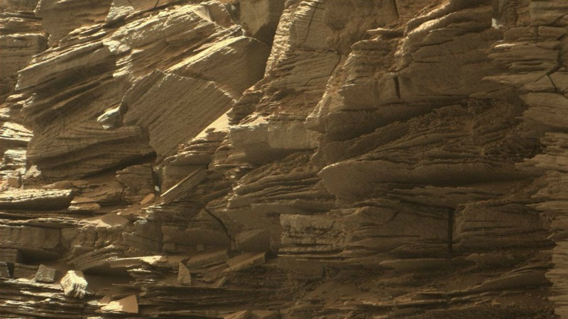 This closeup view from NASA's Curiosity rover shows finely layered rocks, deposited by wind long ago as migrating sand dunes. Imag via NASA/JPL-Caltech/MSSS