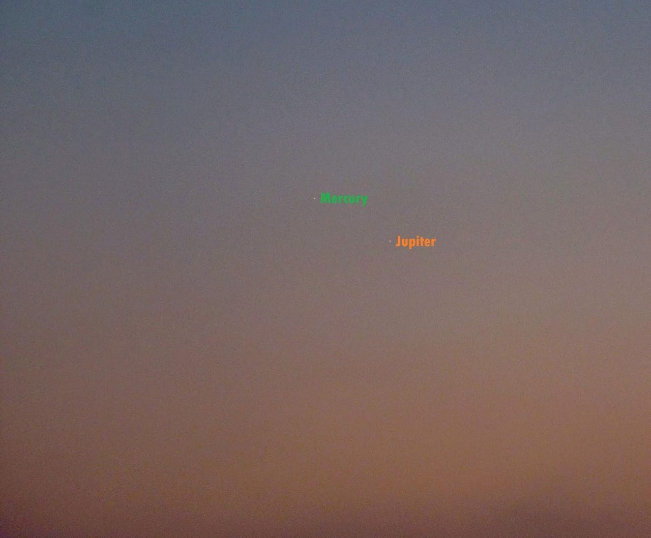 José Luis Ruiz in Almería, Spain caught the pair on the morning of October 11, 2016 ... like two little stars from 4th to 5th magnitude of the night.
