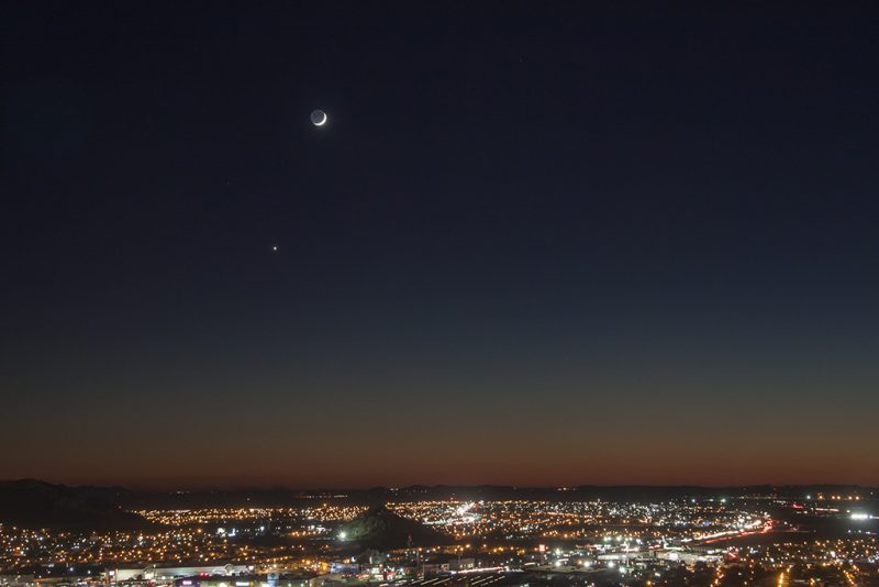 Hector Barrios in Hermosillo, Mexico caught Venus and the moon on October 3.