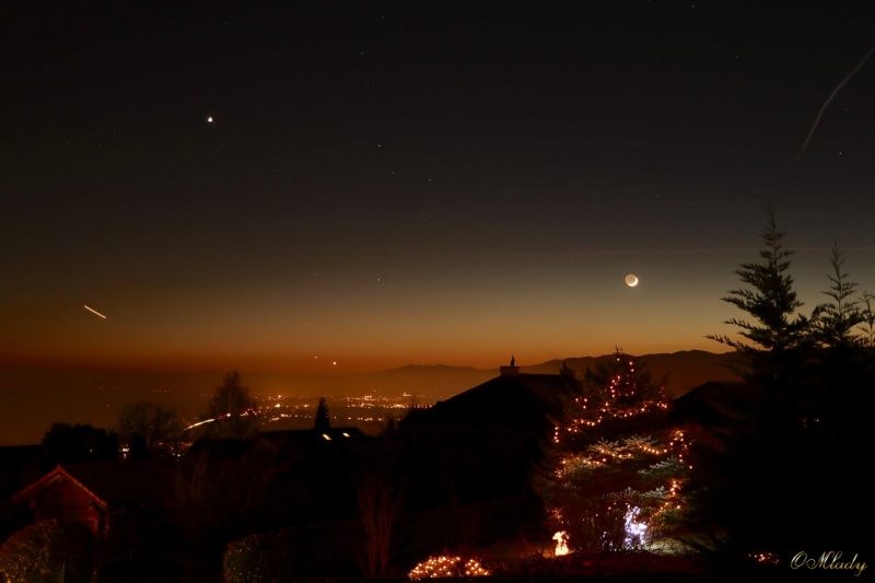 OMlady O in Switzerland caught the moon and Venus on December 1.