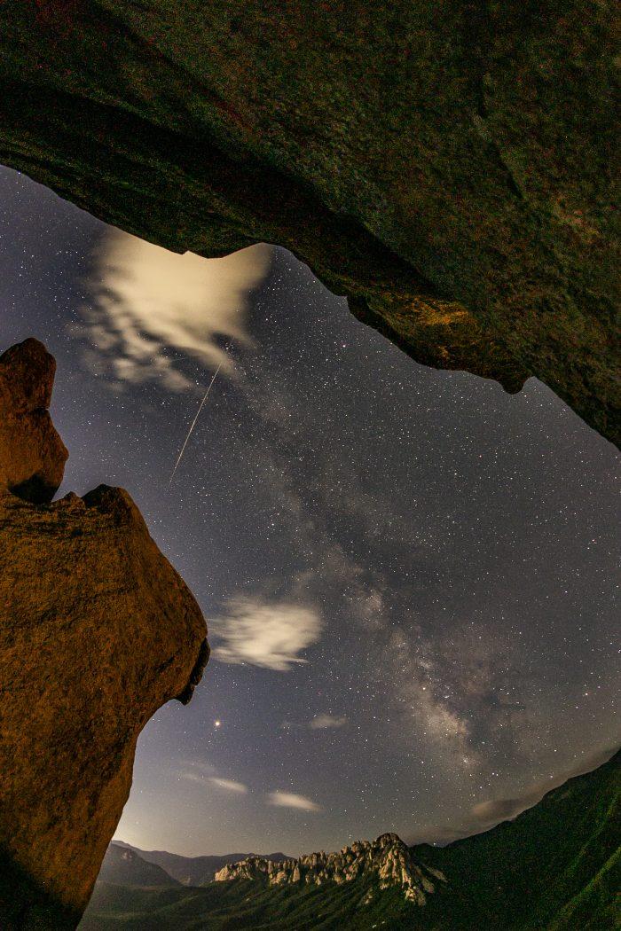 Delta Aquariids peak on eclipse night, Mars night