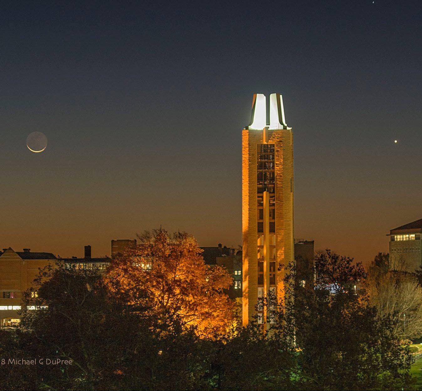 See it! Moon sweeps past Venus