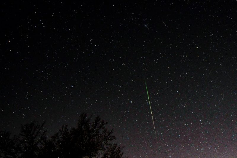 long green streak of Geminid meteor
