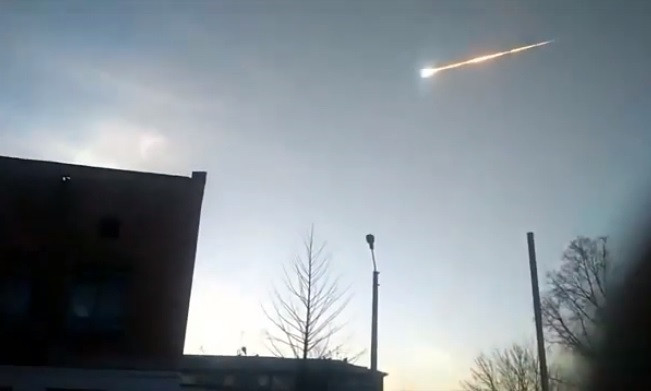 Meteor with large brilliantly glowing head followed by a long glowing tail.