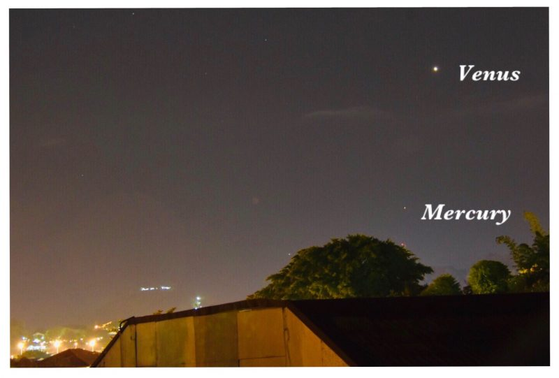 Mercury and Venus, labeled, shining over the rooftops.