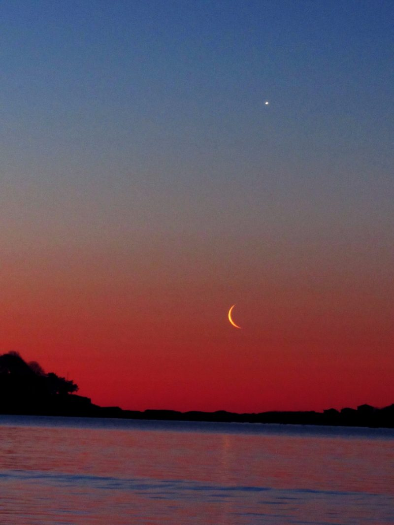red crescent moon today - photo #13