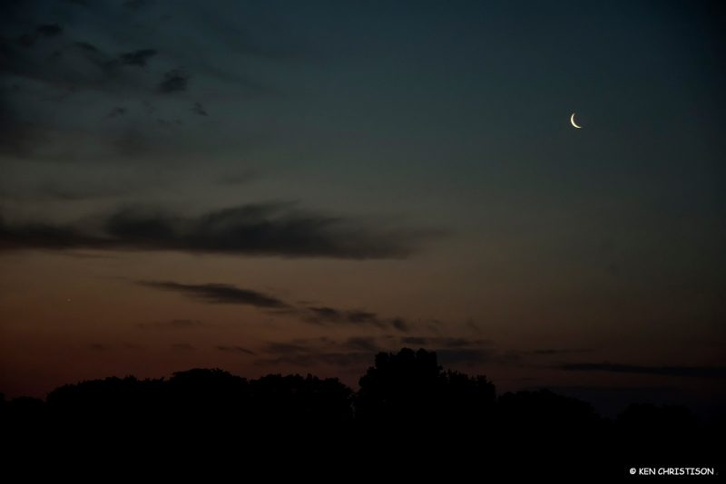 Moon and Venus at dawn May 31, 2019