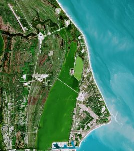 Satellite view. Green square on the list, blue on the right.