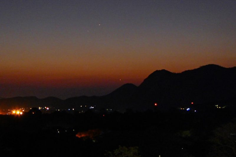 A triangle of objects after sunset: Venus, Mercury, star Spica.