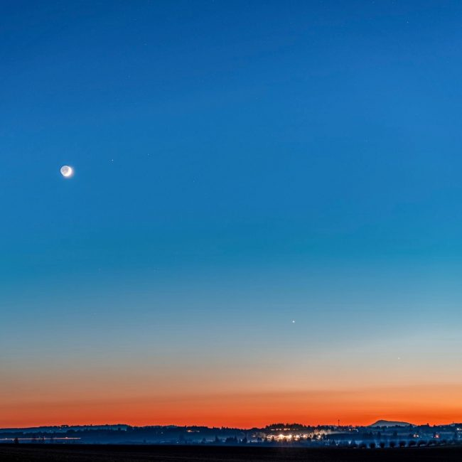 Planets and moon in very bright twilight.