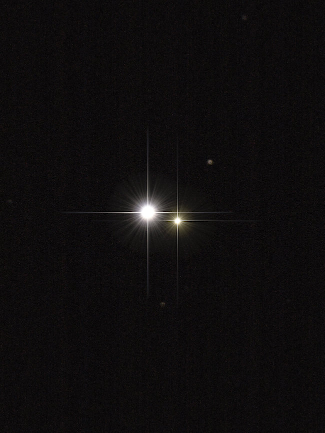 A photo of a bright star and a fainter one next to it: both appear as a single point of light on Earth.