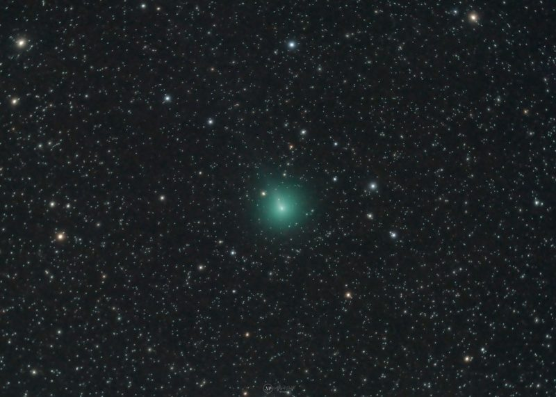 Fuzzy green object in dense starfield