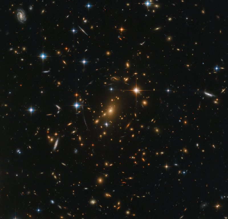 Hubble image of galaxy cluster RXC J0142.9+4438.