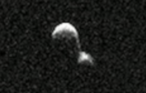 Black-and-white radar image of 2 asteroids stuck together.
