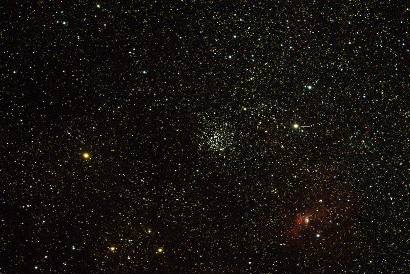 Звездное поле с рассеянным звездным скоплением и туманностью с одним знаком звезды (новая).