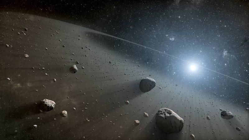 Un anillo de polvo y rocas orbitando una estrella brillante.