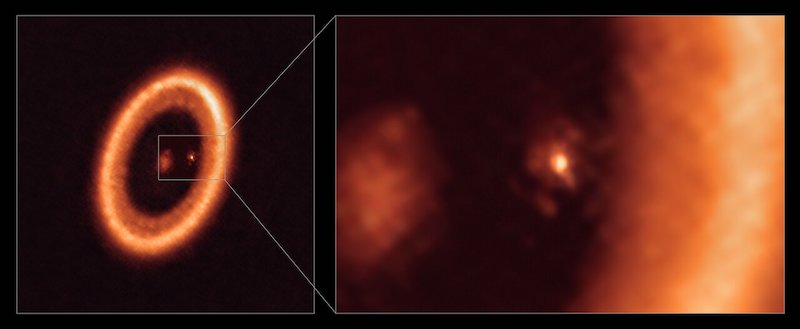 Moon-forming-disk around an exoplanet.